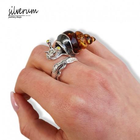 nowoczesny srebrny pierścionek ślimak z bursztynem